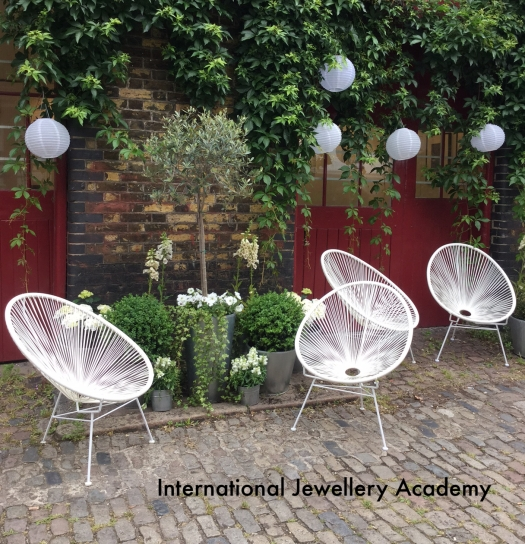 International Jewellery Academy is housed in a lovely mews studio at Donna Brennan Contemporary in Iliffe Yard, Kennington, London.